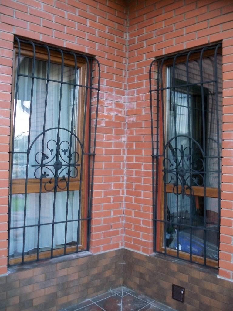 изготовление и установка металлических решеток на окна в москве